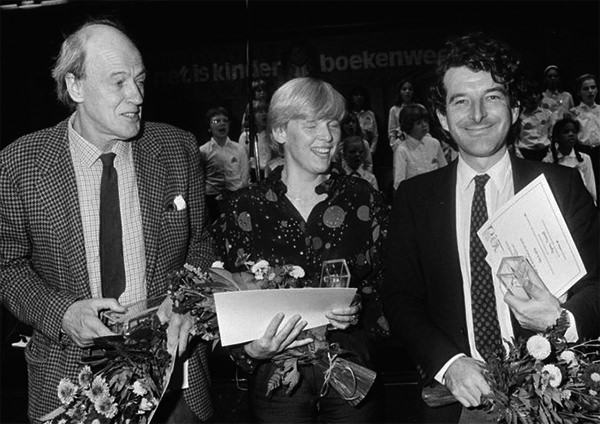 Roald Dahl photographed with Nannie Kuiper (author) and Joost Roelofsz (illustrator) at an awards ceremony in Utrecht, Netherlands, in October 1982.